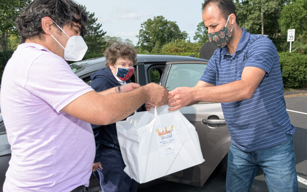 In Collaborative Effort, JFS Delivers 2000 Rosh Hashanah meals!